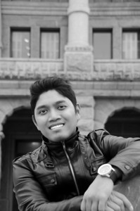 PCHY IN FRONT OF CAPITAL BUILDING B&W